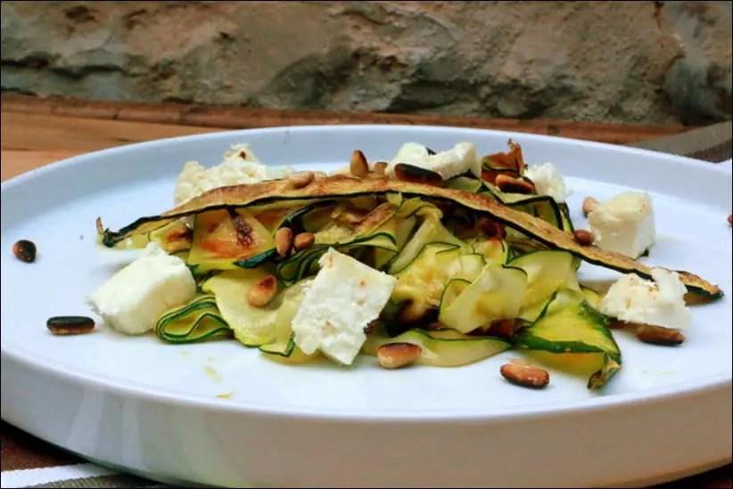salade de courgettes grillées à la feta et pignons
