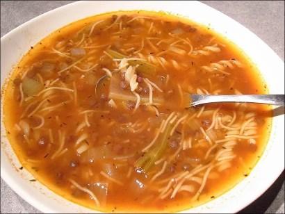 soupes aux lentilles et aux pâtes