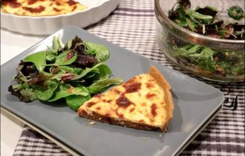 tarte aux oignons caramélisés aux pommes et fromage de chèvre