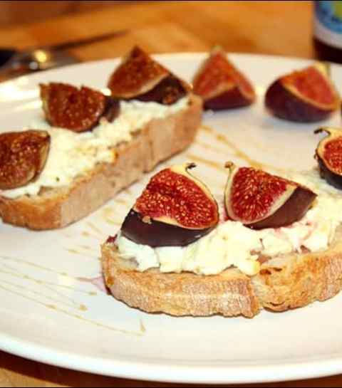 tartines au chèvre frais figues et miel