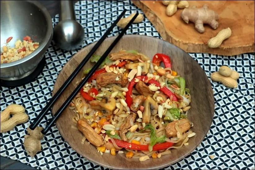 wok nouilles poulet champignons