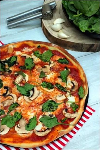 pizza avec champignons frais
