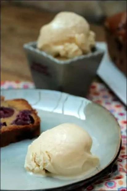 cake moelleux aux cerises et pâte d'amande