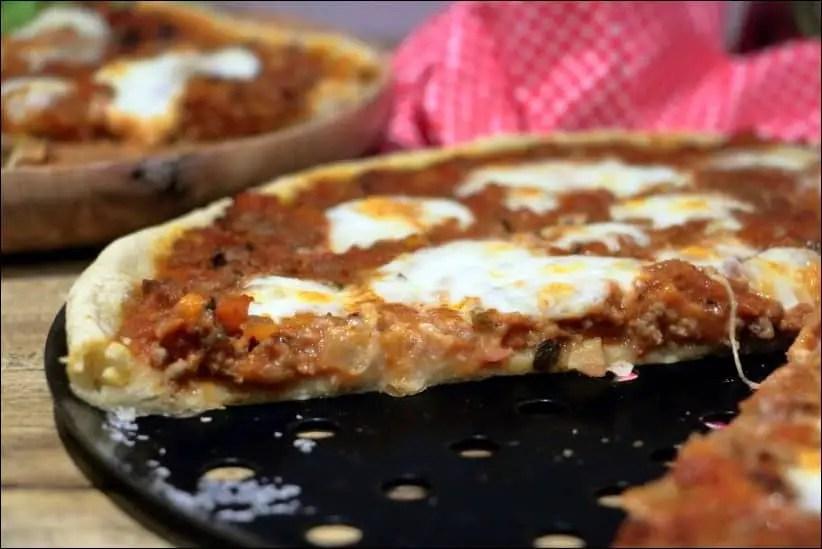 pizza bolognaise mozzarella