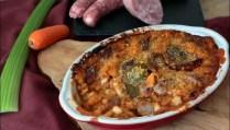 haricots coco à la tomate et saucisses au four de Cyril Lignac