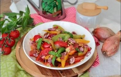 méli-mélo de tomates échalion au sumac et pignons de pin de Yotam Ottolenghi