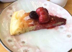 パンケーキにラズベリーソースが絶品!