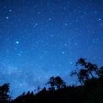 ペルセウス座流星群2019の関西(大阪)での見つけ方・方角やピーク時間&お勧め観測場所