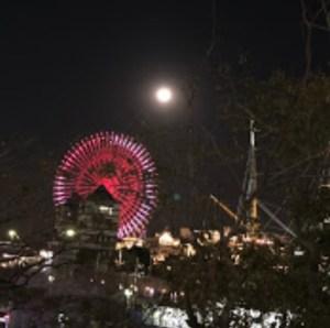 横浜ランドマークとスーパームーンを撮影しました。