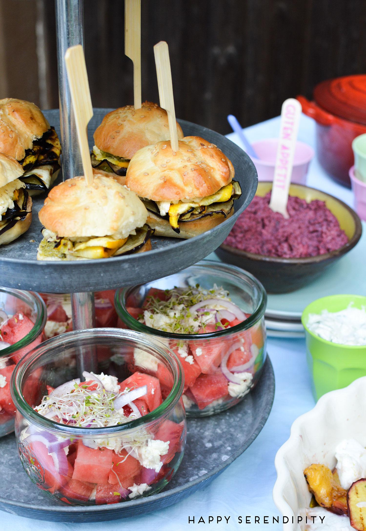 grillrezepte vegetarische mini burger mit wassermelonen feta salat oder wie man m nner. Black Bedroom Furniture Sets. Home Design Ideas