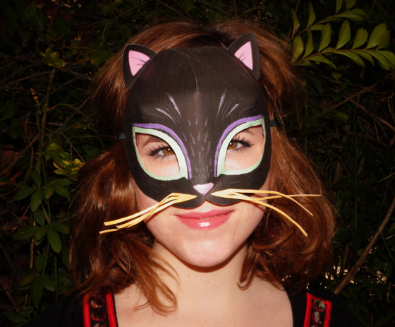 Fabulous kitty-cat costume idea: Easy to make printable cat mask template!