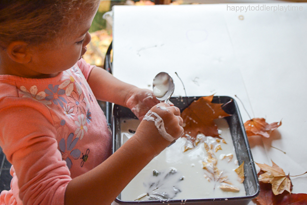 Create a fun and messy Fall sensory play activity using oobleck and freshly fallen leaves. It's super easy sensory activity for toddlers & preschoolers!