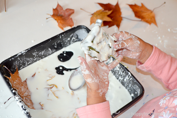 OOBLECreate a fun and messy Fall sensory play activity using oobleck and freshly fallen leaves. It's super easy sensory activity for toddlers & preschoolers!CK5