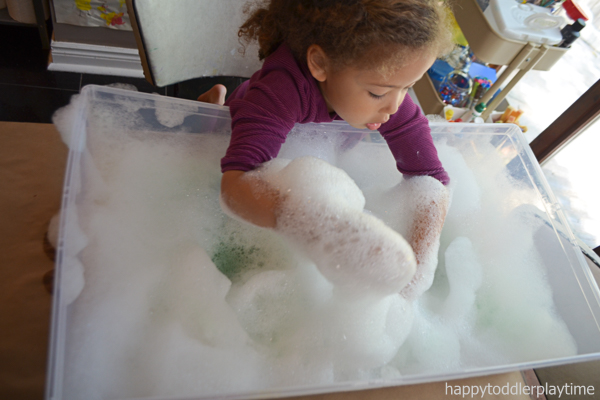 POM POM BUBBLE FOAM activity for toddlers and preschoolers