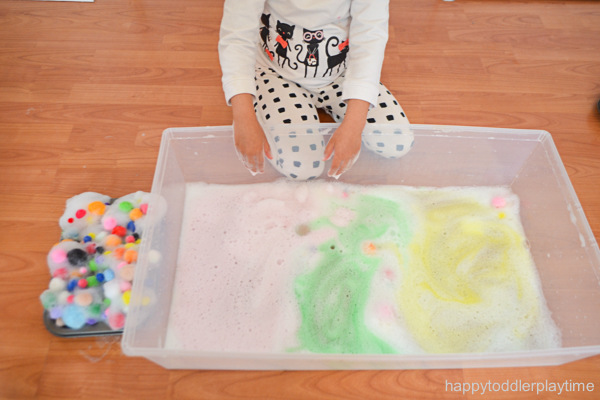 BUBBLES sensory bin activity for toddlers and preschoolers