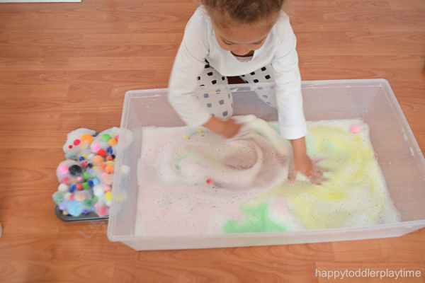 POM POM activity for toddlers and preschoolers