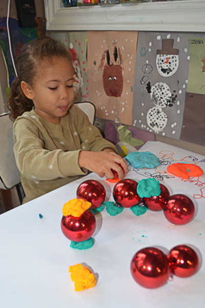 PLAYDOH & BAUBLES 1