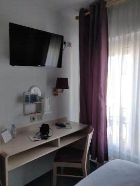 Hotel Kyriad Colmar Desk and TV