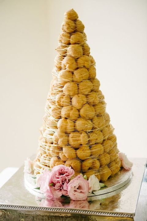 40 Non Traditional Wedding Cakes You ll Love   HappyWedd com classic croquembouche covered with caramel and served wtih fresh blooms