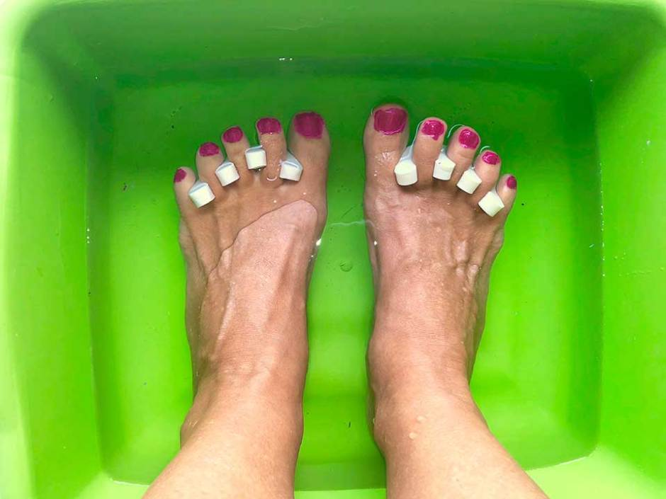 chip-free & toxin-free DIY pedicure ice bath