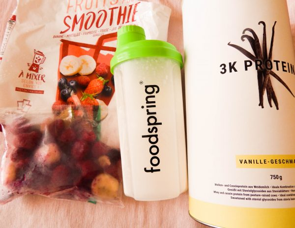 Smoothie fruits rouges (picard) et protéine vanille (FoodSpring)