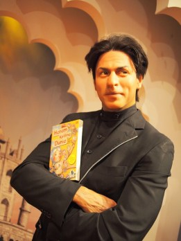 Shahrukh Khan mejeng sama HKD! :p