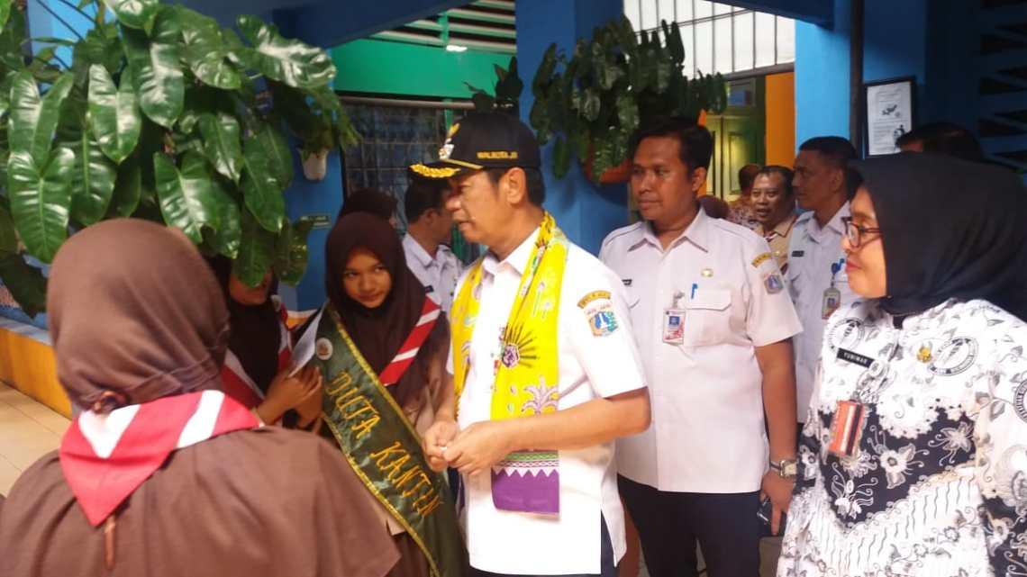 Walikota didampingi Kasus ini Pendidikan JB I Agus Ramdani dan Kepsek 248