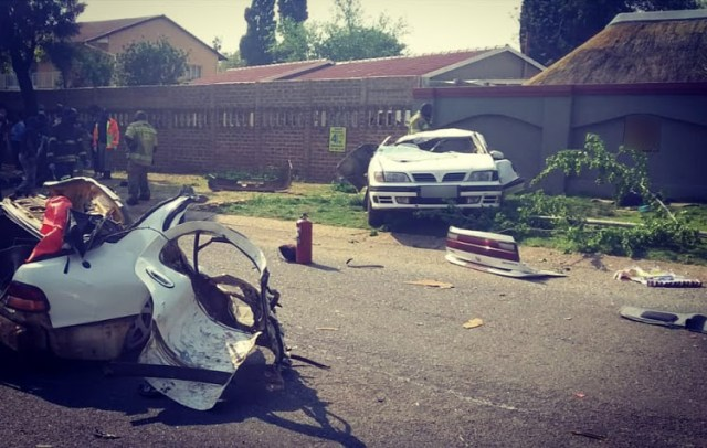 Three men were killed and two others injured when a light motor vehicle crashed into a tree in Brackendowns, Alberton. Image: ER24
