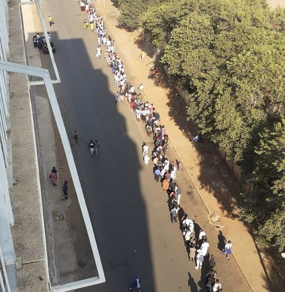Zimbabweans queuing for passports in Harare