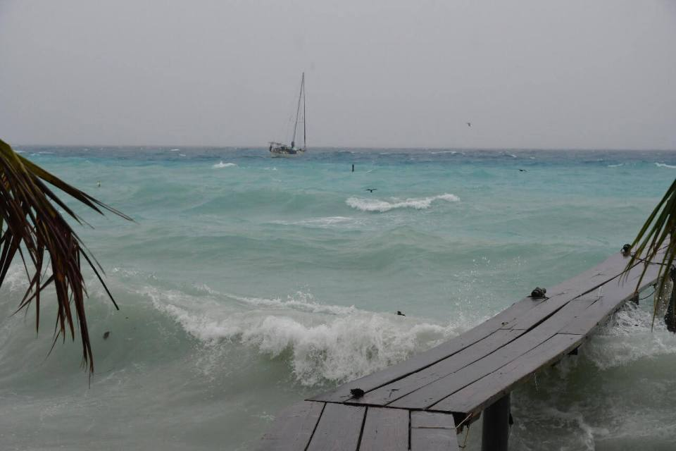 The squall in French Polynesia - Harba blog - stormy sea