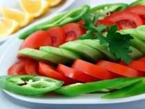 Domates ve Salatalık Söğüş Nasıl Yapılır?