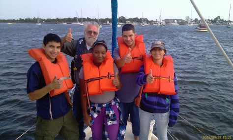 Captain and Scientist Matthew Leahey with our Harbor scholars preparing for a plankton tow.