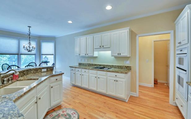 3536-wake-run-court-large-011-22-kitchen-1500x938-72dpi