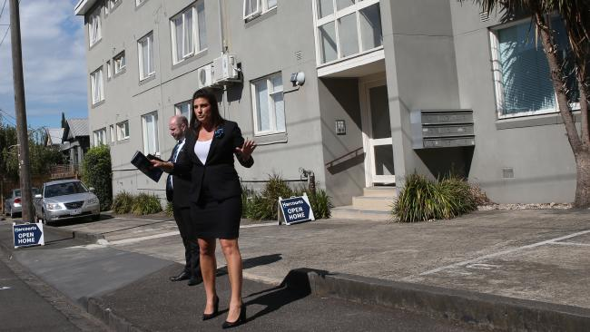 Dionne Wilson & James Edmundson conduct auction in Hawthorn East