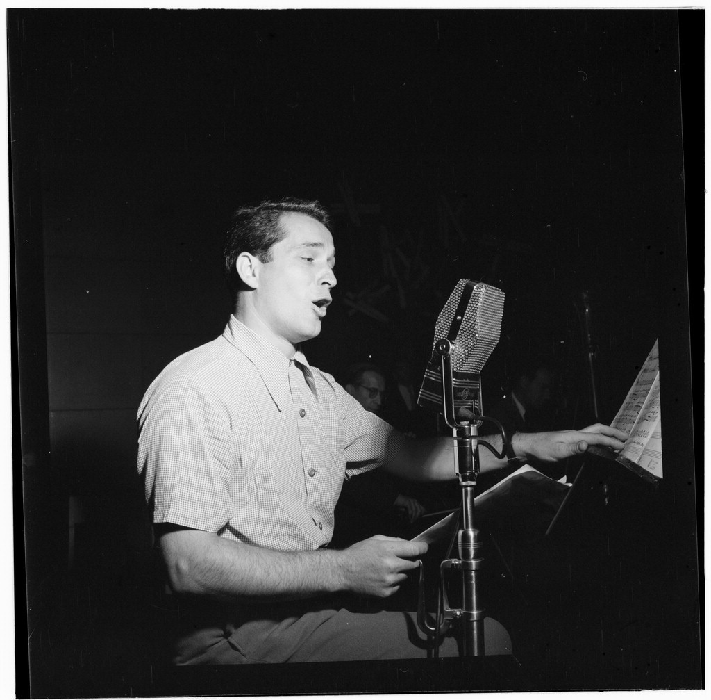 WATCH: Perry Como Singing 'I Know'