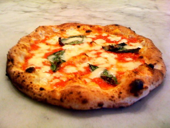 Punch_Neapolitan_Pizza_Margherita