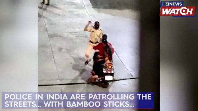 intian-poliisit-rankaisevat-ulkonaliikkumiskieltoa-rikkovia
