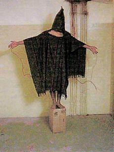 Un prigioniero nel carcere di Abu Ghraib