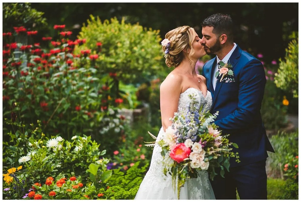 Garden wedding kiss