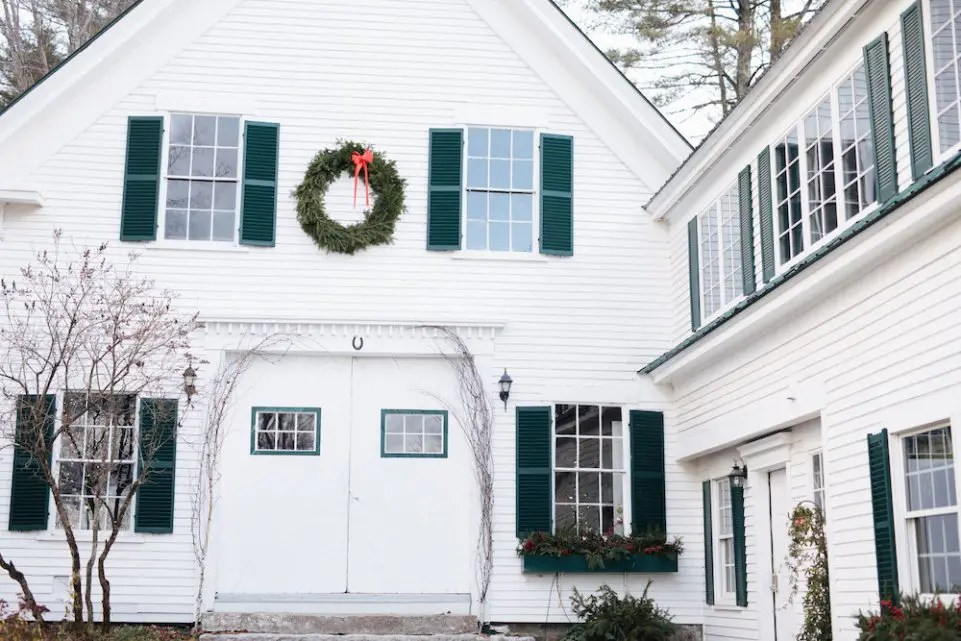 Holiday wreath maine barn