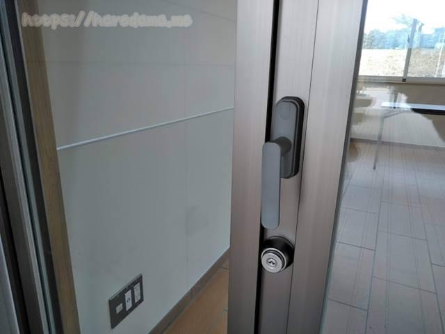 外から見た動物保護棟のドア