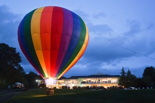 $4,000 Saxon's Shopping Spree Among Luxury Raffle and Auction Items at SARC Balloon Glow Gala
