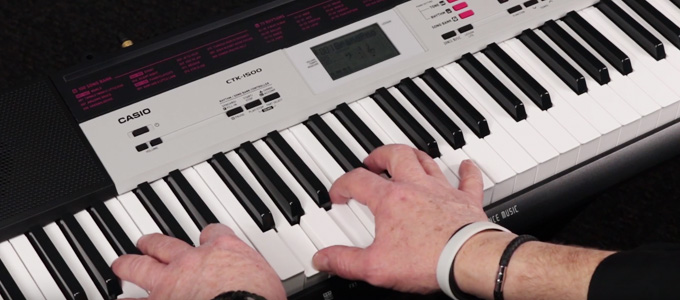 Bermain Keyboard Casio - (Youtube: Casio EMI Australia)