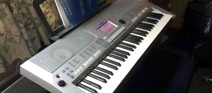 Keyboard Yamaha PSR S500 (sumber: gumtree.com)