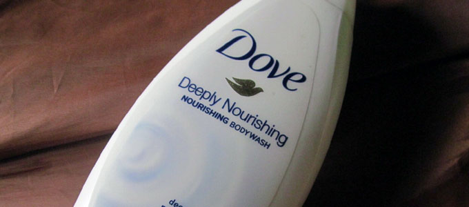 Dove Deeply Nourishing Body Wash (sumber: cosmeticarenas.com)