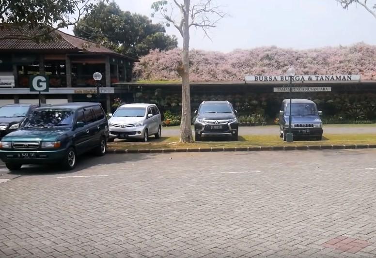 parkir taman bunga nusantara