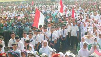 Ribuan Pelajar Mengikuti acara Nusantara Bersatu di Lapangan Rampal.