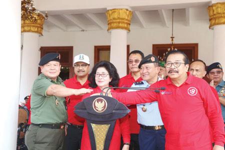 Kemenkes, TNI dan Pemprov Jatim melakukan Pencanangan Gerakan Ajakan Tes HIV.