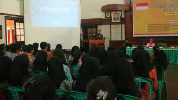 Wali Kota Malang HM. Anton saat memberikan motivasi kepada para siswa SMA 4 Kota Malang, Kamis (1/12) kemarin