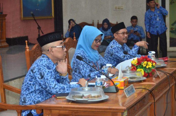 Rapat Pimpinan Daerah dengan jajaran Organisasi Perangkat Daerah (OPD) di Aula Kantor Bupati Lombok Barat. (Istimewa)